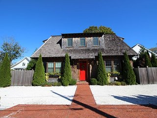ELEGANT HOUSE LOCATED IN THE HEART OF DOWNTOWN EDGARTOWN - Edgartown vacation rentals
