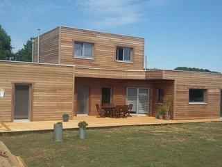 chambre d'hôtes dans maison bois ecologique - Theix vacation rentals