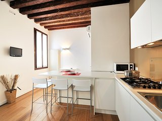 Gorgeous 2 bedroom Venice Apartment with Internet Access - Venice vacation rentals