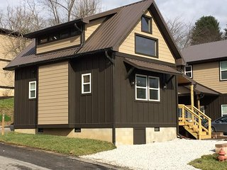 Bryson City Tiny Home Near Great Smoky Railroad - Bryson City vacation rentals