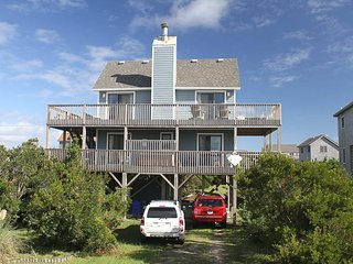 Comfortable House with Hot Tub and Grill - Waves vacation rentals