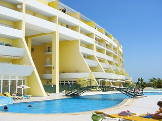 Condominium do Mar, 2 bedrooms, 1 bathroom, A/C, Pool, close to the beach/Marina - Lagos vacation rentals