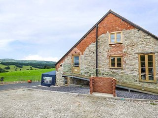 Y BEUDY, detached house, seven bedrooms, ideal for less mobile, lift, hot tub - Ruthin vacation rentals