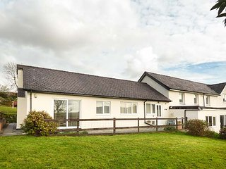 PWYLL COTTAGE, single-storey, WiFi, enclosed patio, pet-friendly, near Penygroes, Caernarfon, Ref 926332 - Caernarfon vacation rentals