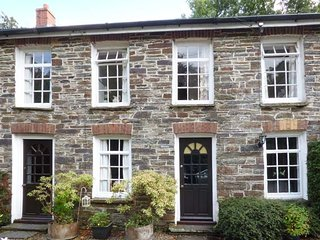 WEAVERS COTTAGE, mid-terrace, shared garden, nr Newcastle Emlyn, Ref 935945 - Newcastle Emlyn vacation rentals