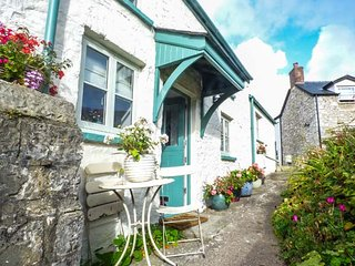 GARDEN VIEW, romantic one bedroom detached, pet-friendly, patio, in Llantwit Major, Ref 945319 - Llantwit Major vacation rentals