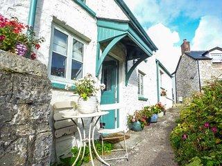 GARDEN VIEW, romantic one bedroom detached, pet-friendly, patio, in Llantwit Major, Ref 945319 - Llantwit Major vacation rentals
