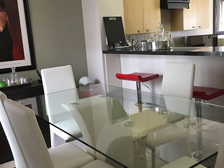 Beautiful 2 bedroom Sandton Apartment with Internet Access - Sandton vacation rentals