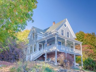 Renovated 4BR South Bristol Farmhouse By The Harbor - South Bristol vacation rentals