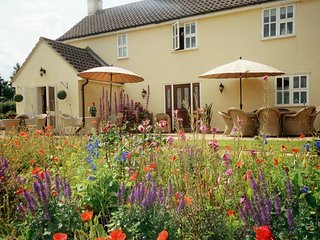The Hen House with Hotub, 6 miles from Stamford overlooking Rutland countryside - Grantham vacation rentals