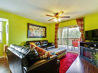 Next to Silver Dollar City w Indoor Heated Pool & Kids Splash Pad - Branson vacation rentals