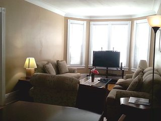 A 4 Bedroom House with Fully Functioning Kitchen - Niagara Falls vacation rentals