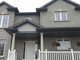 A 3Bedroom Unit with 1.5 Bath, Kitchen Family Room - Niagara Falls vacation rentals