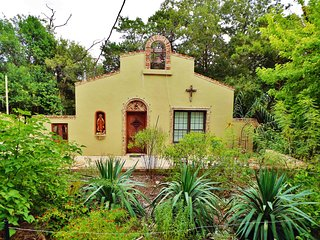 The Mission - An Artfully-Crafted Home in Kerrvile's Most Eclectic Neighborhood - Kerrville vacation rentals