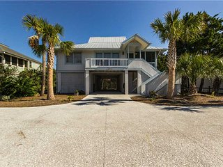 Bright 3 bedroom Isle of Palms House with Deck - Isle of Palms vacation rentals