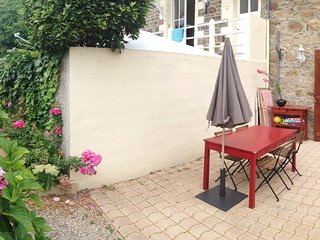 Classic, 1-bedroom apartment in Saint-Malo with a furnished terrace – only 300m from the beach! - Saint-Malo vacation rentals