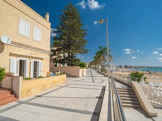 Apollo, apartment facing the beach - Marina di Ragusa vacation rentals