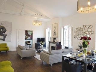 Splendid contemporary 3 bedroom at Jardin Public - Bordeaux vacation rentals
