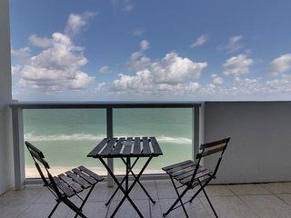 Beachfront condo with ocean views, a resort pool, tennis & fitness center! - Miami Beach vacation rentals