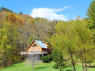 Enjoy Pond Views From This Log Cabin! - Grassy Creek vacation rentals