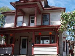 Fully Furnished Home Good for up to 11 Pax - Niagara Falls vacation rentals