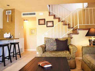 Steps from El Paseo -- Location! Style! Amenities!  Washer/Dryer - Palm Desert vacation rentals