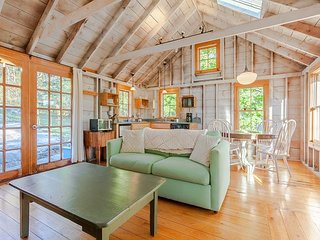 1BR+Loft Maine Cottage, South Bristol- Walk to the Harbor & Fisherman's Co-op - South Bristol vacation rentals