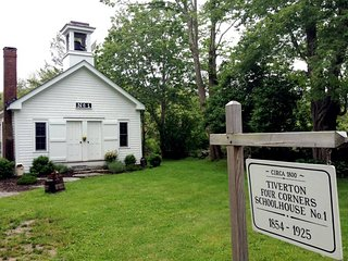Tiverton Four Corners Schoolhouse No. 1 - Tiverton vacation rentals