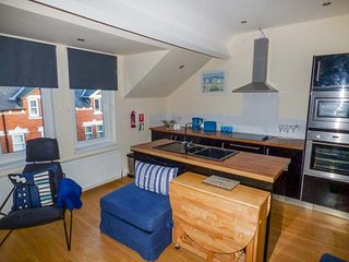 CROW'S NEST, comfortable family accommodation, WiFi, beach 10 mins walk, in Whitby, Ref 948368 - Whitby vacation rentals
