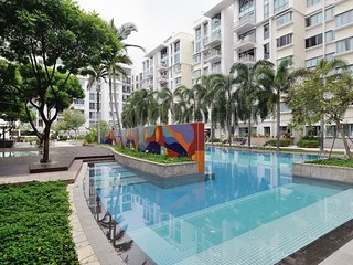 Entire home in condo with pool/jacuzzi/gym max 7 - Singapore vacation rentals