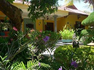 Villa in grote privétuin met zwembad bij zee - Bondalem vacation rentals