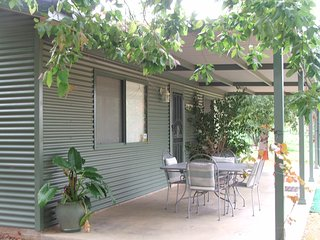 2 bedroom Cottage with A/C in Dubbo - Dubbo vacation rentals