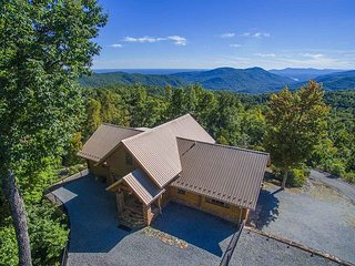 Beautiful 3BR Custom Built Log Home w/ Hot Tub and Amenities! - Old Fort vacation rentals