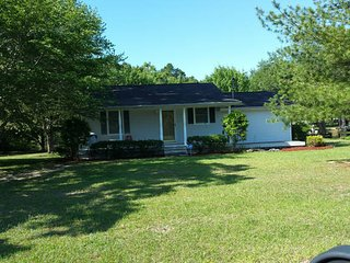 Wonderful Lake Home on the water. With dock - Eutawville vacation rentals