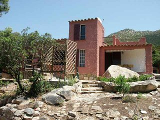 Villa rurale immersa nel verde a 1 km dal mare - Solanas vacation rentals
