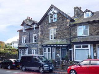 CUNSEY, second floor apartment, king-size beds, en-suite, town views, in Windermere, Ref 946311 - Windermere vacation rentals