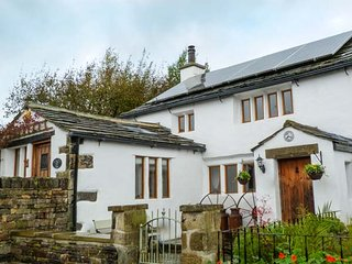 THE DAIRY, romantic retreat, character features, AGA, woodburner, WiFi, in Haworth, Ref 30156 - Haworth vacation rentals