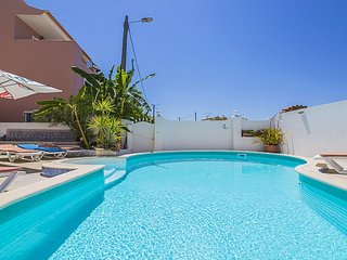 Villa Sonia, sea view, next to the beach and city. - Armação de Pêra vacation rentals