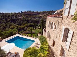 Stunning Panoramic Views at this 4 Bedroom Home in Gordes - Gordes vacation rentals