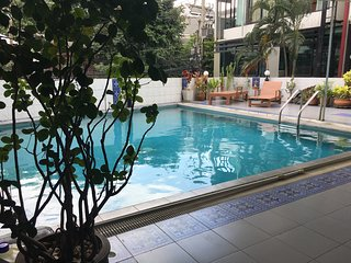 high end 2 bedrooms apartment night market, opposite Wat Chaimonkol monastery - Chiang Mai vacation rentals