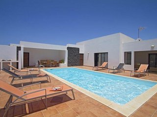 4 bedroom Villa in Playa Blanca, Lanzarote, Canary Islands : ref 2016484 - Yaiza vacation rentals