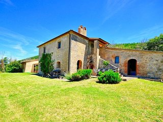 Villa Sasseto with private swimming pool - Castiglioncello del Trinoro vacation rentals