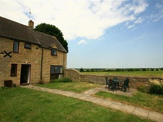 Knapp Cottage, country farm cottage in Cotswolds - Charlbury vacation rentals
