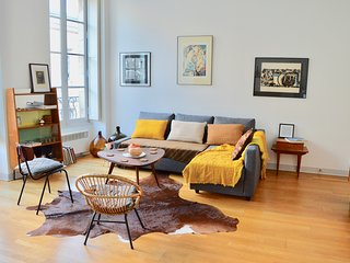 Rue Sainte Catherine Vintage furnished 45sqm apart - Bordeaux vacation rentals