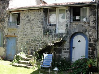 Nice Gite with Television and Microwave - Pontgibaud vacation rentals