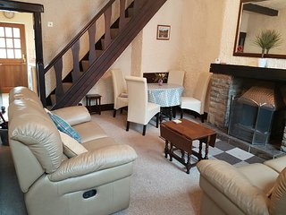 Wonderful Cottage with Television and DVD Player - Buxworth vacation rentals