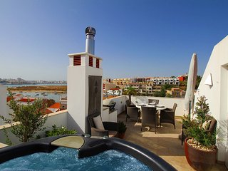 Townhouse Vista, Heart of village, Roof terrace, Hot tub, Estuary views - Ferragudo vacation rentals