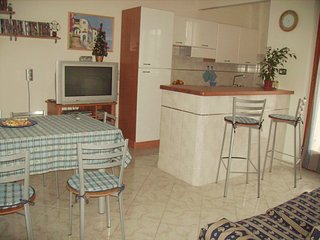 Bright 2 bedroom Marina di Vasto Apartment with Television - Marina di Vasto vacation rentals