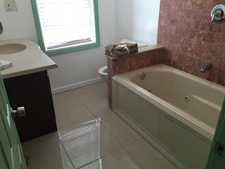 DUBLE QUUEN ROOM CLOSE TO NYC - East Newark vacation rentals