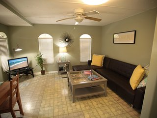 Modern Sunny Beach House - North Miami Beach vacation rentals